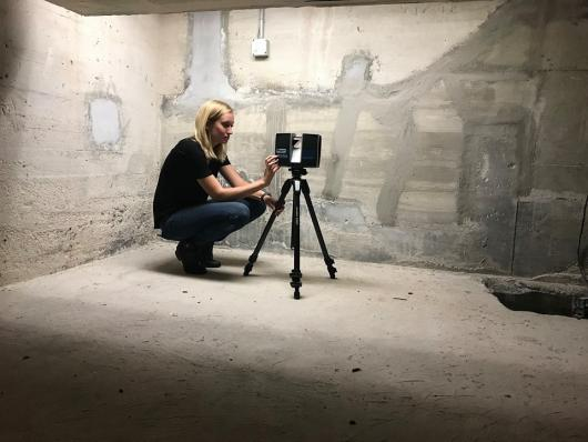 Member of USF CVAST team taking a 360 scan in the basement of the Ca dZan